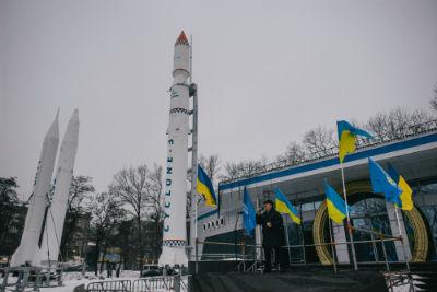 Un cantante intrattiene una dimostrazione a supporto del partito di  Yanukovich a Dnepropetrovsk