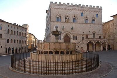 Perugia, Palazzo dei Priori e la Fontana Maggiore. Fonte: Comune di Perugia